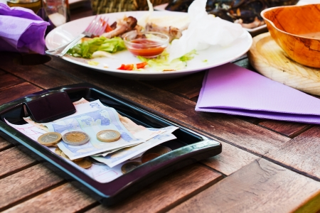gratuity: Payment lunch at the restaurant