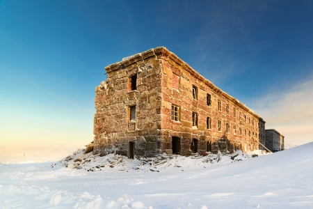 Abandoned three-story building in the snow Stock Photo - 24565338