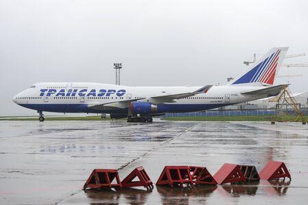 boeing 747: MOSCA, RUSSIA - 19 maggio, 2016: Transaero Boeing 747 a bordo del velivolo si trova dell'aeroporto internazionale di Domodedovo.