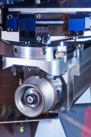 sharpening process: CNC machine tool grinding. The working body of the grinding diamond wheel.