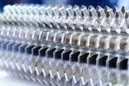 Industria metalúrgica, encimera para el corte de engranajes. Foto de cerca, profundidad de campo. Foto de archivo - 71411051