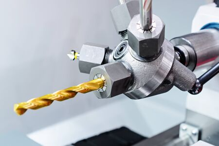 Swivel head with a removable tool, part machine tool.