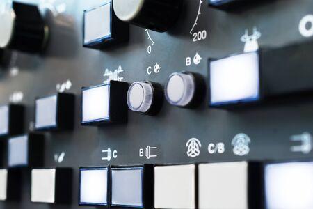 teclado numérico: teclado numérico del panel de control de la máquina CNC. Poca profundidad de campo. Foto de archivo