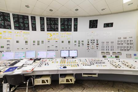 원자력 발전소의 중앙 통제실. 컨트롤 패널 펌핑 장비의 세부 사항입니다. 스톡 콘텐츠