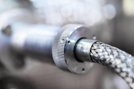 Verbindungen Schläuche eines Maschinerie-Industrie-Details. Industrieller Hintergrund, Nahaufnahmefoto.