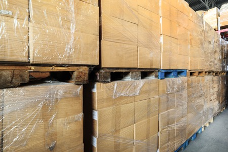 Cardboard boxes wrapped in stretch film. Standard-Bild