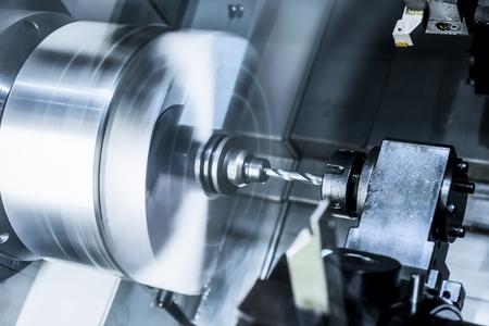 Der rotierende Drehmaschinenspindel. Standard-Bild