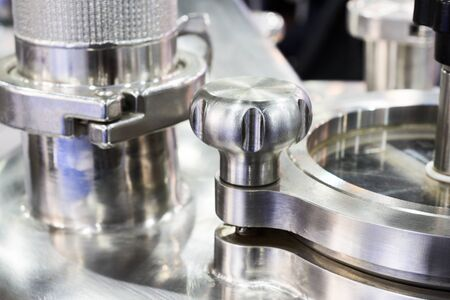 specular: Pharmaceutical equipment, a fragment of the compression lid.