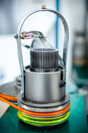 Mechanism for making metal braiding.