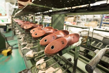 The conveyor of the shoe factory 版權商用圖片