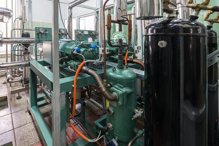 Unidad de compresor de refrigeración industrial. Foto de archivo - 85768361