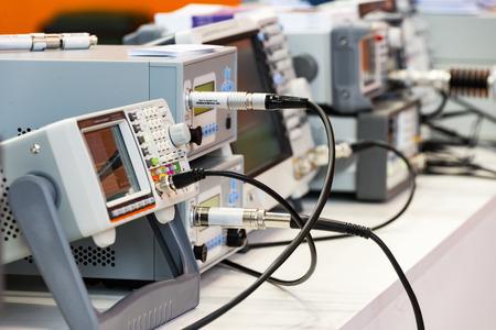 Instrumentos de medición digitales modernos. Equipo multimetrico Foto de archivo - 87405952