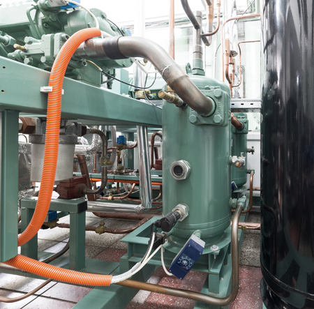 Industrial refrigerating machine, piping system.