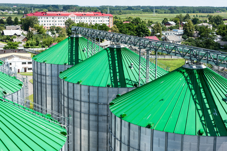 Silos for storage of grain, silo roof close-up. Warehouse of wheat and other cereals. 版權商用圖片