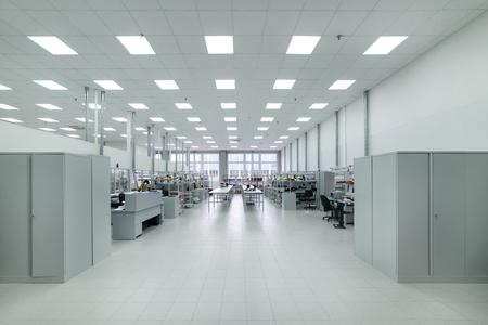 Fabricación de electrónica industrial. Tienda de montaje de componentes electrónicos.