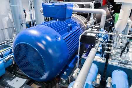 Motore elettrico di un potente compressore di gas industriale. Archivio Fotografico