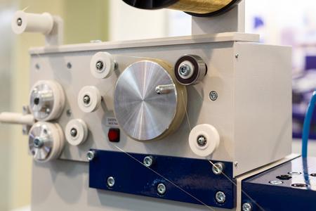 Elektrische ontlading EDM draadaanvoermechanisme.