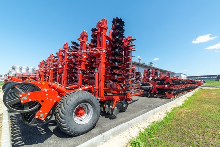 Disc harrows and cultivators. Plant for the assembly of trailed agricultural equipment