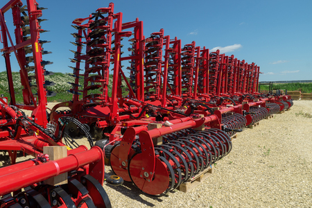 Disc harrows and cultivators. Plant for the assembly of trailed agricultural equipment.