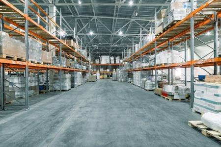 Große Hangarlager Industrie- und Logistikunternehmen.