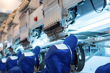 Stickmaschine. Industrieanlagen für die Textilindustrie Standard-Bild