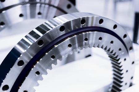 Jante en métal avec engrenage interne. Détail pour un moteur automobile