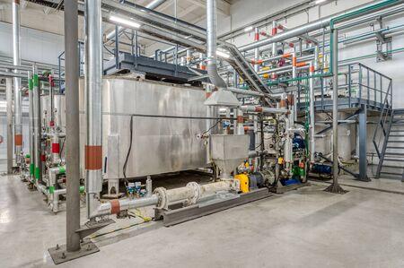 Kleine Chemiefabrik. Herstellung von chemischen Emulsionen für den Bergbau. Standard-Bild