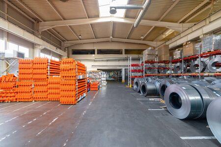 Entrepôt d'usine de produits finis.
