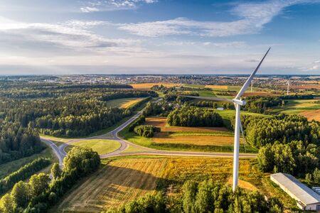 Estación de energía eólica. Vista aérea. Foto de archivo