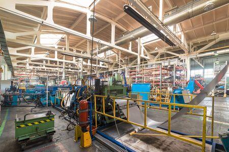 Produkcja przemysłowa. Sklep do produkcji profili metalowych. Zdjęcie Seryjne