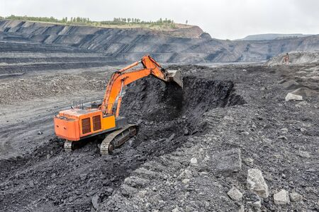 Coal mining with a hydraulic excavator.