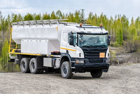 Special vehicle for transporting water and other technical fluids. Machines for the operation of mines and factories for the extraction of minerals.