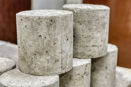 Concrete cylinders. Samples of hardened concrete for laboratory tests. Stockfoto