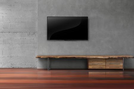 Geführtes Fernsehen auf Betonmauer mit Holzmöbeln in der modernen Dachbodenart des modernen modernen Loft-Stils des Wohnzimmers Standard-Bild