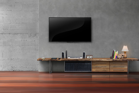 equipo de sonido: Salón televisores LED en la pared de hormigón con muebles de los medios de comunicación mesa de madera de estilo moderno loft