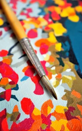 pinceau sur toile peinte