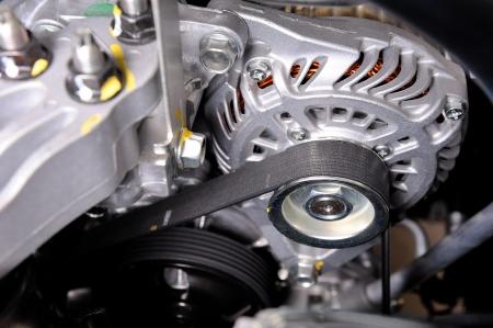close-up auto distributieriem in schone machinekamer Stockfoto