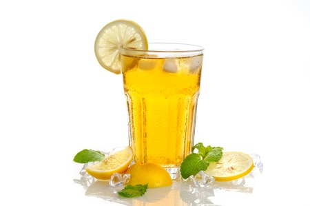 iced lemon tea with sliced lemon