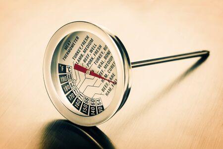 termómetro: carne termómetro de cerca en acero inoxidable