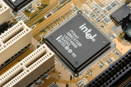 BANGKOK, THAILAND - MARCH 05, 2015: Early microprocessor on motherboard from Intel. Intel is one of the world's largest and highest valued semiconductor chip makers. 에디토리얼