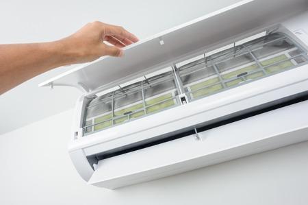 propre filtre du climatiseur en gros plan de type climatiseur mural
