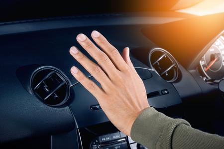 vérification de l'air de ventilation de l'air dans la voiture