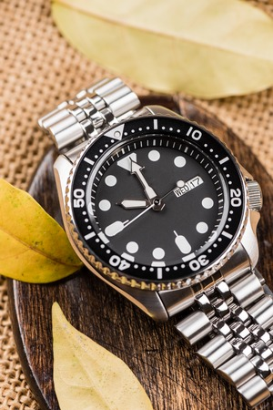 closeup men dive watch with stainless steel bracelet Imagens