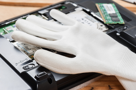 white antistatic gloves, antistatic gloves reduce static electricity which can damage electrical components.