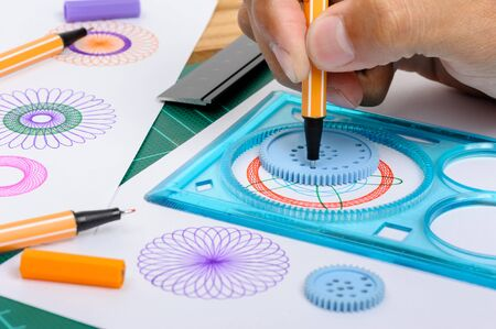 mathematically: Drawing the spirograph pattern with spirograph kit