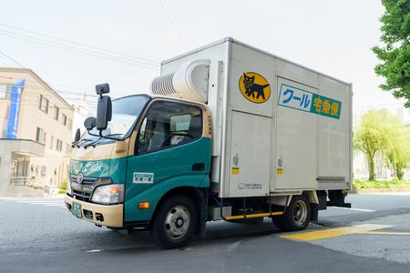 TOYAMA, JAPAN - MEI 15, 2016: Yamato-vervoersvrachtwagen in Toyama, Japan. Yamato transport is het grootste deur-tot-deur bezorgservicebedrijf in Japan.
