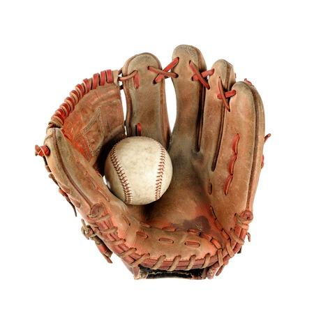 야구와 오래 된 빈티지 야구 장갑 흰색 배경 위에 절연 손바닥에 개최