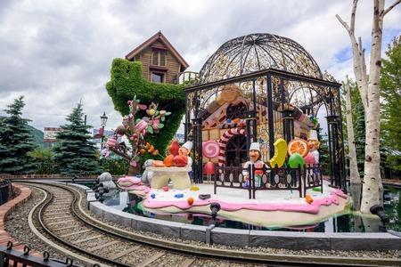 日本: HOKKAIDO, JAPAN - JULY 22, 2015: The Rose Garden in Shiroi Kohibito Park. Shiroi Kohibito Park is a fantastic park inside Ishiya Chocolate Factory.