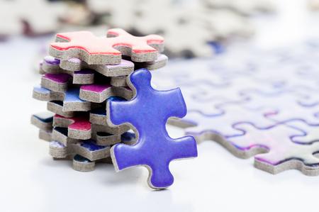 다채로운 지그 소 퍼즐 게임의 근접 촬영 힙 스톡 콘텐츠