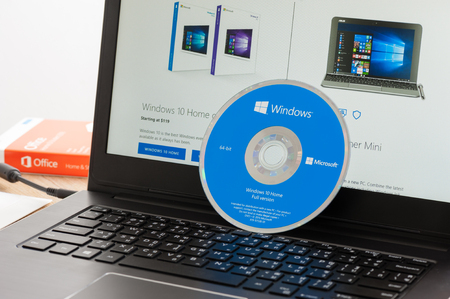 BANGKOK, THAILAND - DECEMBER 20, 2016: The DVD of Microsoft Windows 10. Windows 10 is a personal computer operating system developed and released by Microsoft. 報道画像